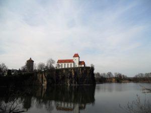 1989 wurde die Kirche wegen Baufälligkeit gesperrt und 1997 feierlich wiedereingeweiht.