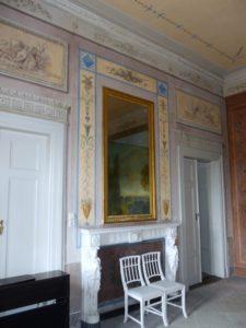 Der Steinsaal - Die Raumausmalung orientiert sich weitgehend an antiken Motiven.