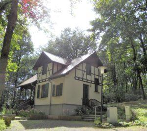 """Das Haus """"Waldlust"""" wurde um 1912 errichtet und war das Wohnhaus des ältesten Sohnes Wolfgang Ostwald (1883-1943)."""