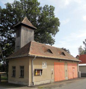 Das ehemalige Haus der Freiwilligen Feuerwehr. Da passen nicht allzu viele Bierkästen hinein.