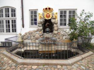Der Brunnen auf dem Schlosshof