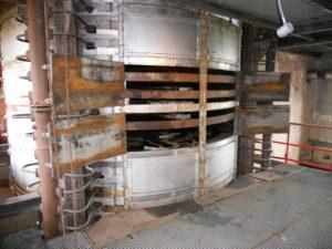 Die Temperatur auf der Arbeitsebene lag ungefähr bei 50° Celsius, direkt an den Trockenöfen bei 70° Celsius.