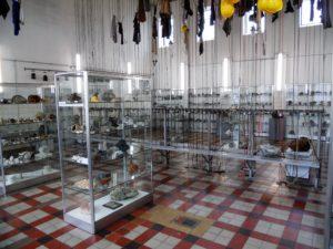 """Neben der Fotoausstellung findet man in diesen Räumen auch die Dauerausstellung """"Schätze der Erde - Minerale der Lausitz""""."""