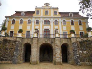 In den Jahren 1988 bis 1990 wurde die Außenfassade restauriert.