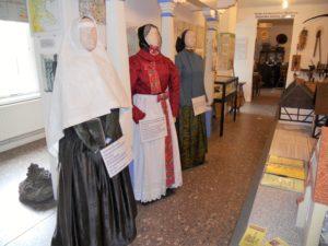 Nachgefertigte sorbische Trachten. #Kopftuchfrauen