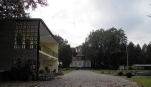 Der zwischen 1721 und 1723 errichtete Jagdpavillon gehört heute mit zum Geländer der Jugendherberge Neschwitz. Von familiären Zeitzeugen konnte ich in Erfahrung bringen, dass es dort schon vor 40 Jahren sehr schön war.