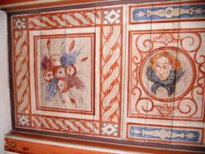 Diese Deckenausmalung wurde 1930 bei Baumaßnahmen entdeckt, freigelegt und zum Teil erneuert.