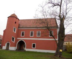 Das Torhaus auf dem ehemaligen Klostergelände diente auch als Gästehaus. Daher rührt die Bezeichnung als Hospiz.