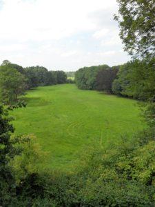 Von 1833 bis 1835 wurde der Landschaftspark im englischen Stil umgestaltet und eignet sich sowohl im Sommer...