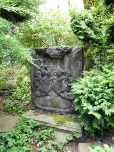 Stein mit Wappen der Familien von Bünau und von Selmnitz