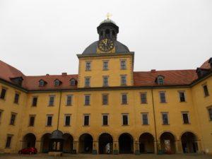 Auf den Grundmauern der zerstörten Bischofsburg wurde zwischen 1656 bis 1678 das Schloss Moritzburg gebaut.