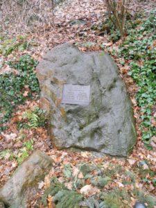 Ein Gedenkstein für die aus Zeitz stammenden Brüder und Afrikaforscher Clemens (1852-1929) und Gustav Denhardt (1856-1917).