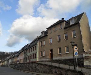 Die Heiste aus dem 18./19. Jahrhundert in der Niederstadt. Dabei handelt es sich um einen erhöhten gepflasterten Gehweg, der die Anwohner vor Schmutz und Abwasser schützte.