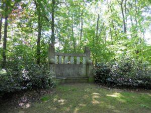 Die Feldherrenbank befindet sich auch im Park auf dem Klemmberg. Sie wurde Anfang des 20. Jahrhunderts zu Ehren der beiden preußischen Generäle Friedrich Wilhelm von Seydlitz (1721-1773) und Gebhardt Leberecht von Blücher (1742-1819) errichtet. Der Entwurf stammt von Paul Juckoff, der noch viele andere Kunstdenkmäler in der Stadt schuf.