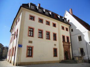 Die Stadtschule wurde 1553 als Knabenschule erbaut.