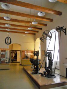 Während der Industrialisierung siedelten sich viele Fabriken in Weißenfels an und machten es zu einem Industriestandort. Darunter waren besonders viele Schuhfabriken. Um 1900 war Weißenfels der zweitgrößte Standort der Schuhherstellung mit 64 Fabriken.