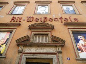 Das schon lange leerstehende Gebäude wird von der Hochschule Merseburg für fotografische Installationen genutzt. Seit 2015 sind Nachbildungen der Bilder des Fotografen Horst P. Horst (1906-1999) zu sehen, der in Weißenfels geboren wurde.