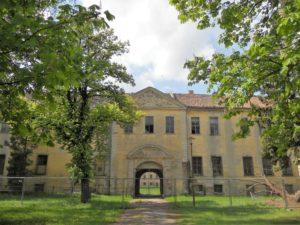 Die Vierflügelanlage verfügt über zwei Innenhöfe.