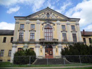 Die Fassade des Südflügels zur Parkseite