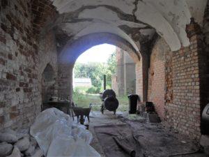 Die ehemalige Hofdurchfahrt In den Innenräumen sind noch einige gotische Gewölbe erhalten.