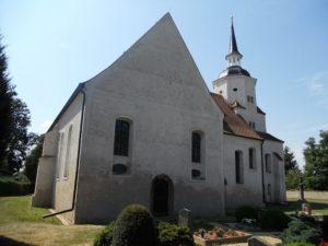 Die Pfarrkirche wurde im 17. Jahrhundert erbaut. Der Grundriss wurde nach dem Antoniuskreuz angelegt.