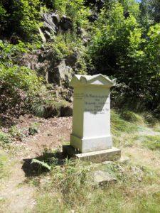 """Das Denkmal des Grafen Moritz und der Gräfin Christina von Brühl, genannt """"Den freundlichen Pflegern dieses Thales"""""""