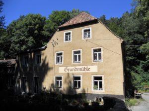 Die Grundmühle: Sie liegt am südöstlichen Ende des Tales und gehört schon zur Ortschaft Liegau-Augustusbad.