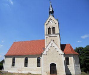 Die Dorfkirche stammt aus dem 17. Jahrhundert.