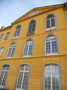 Die illusionistische Fassadenbemalung der Gartenseite des Schlosses ist ein Produkt der Restaurationsarbeiten in den 1980er Jahren.