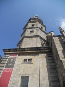 Stadtkirche St. Bartholomäi, 1215 urkundliche Erwähnung, 1430 niedergebrannt, bis 1443 wiederaufgebaut