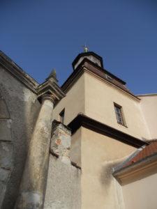 Kirchenturm aus der Froschperspektive