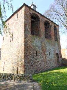 Kirche Johannes der Täufer mit freistehendem Glockenturm 1250-1280 erbaut (Kirche)