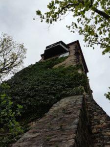 die Ruine der Widenkirche, in der Mitte des 12. Jh. als Marienkapelle errichtet, 1633 durch Stadtbrand vernichtet, 1803 Abtragung des Südturmes, 1996/97 Sanierung des Nordturmes