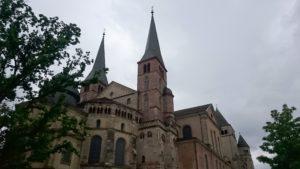 Hohe Domkirche St. Peter & Liebfrauenkirche 310-320 Bau einer Basilika im 12. Jahrhundert Umbau im 13. Jahrhundert Umbau um 1350 Erhöhung der Osttürme