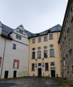 Der Eingang ins Museum auf dem Innenhof des Oberen Schlosses