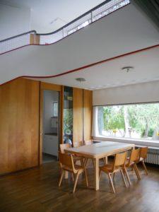 Das Esszimmer. Alle Räume des Hauses sind hell und luftig gestaltet und fließen ineinander über.