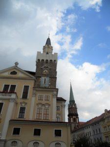 Über der Sonnenuhr am Rathausturm ist seit 1992 auch eine Mondphasenuhr angebracht.