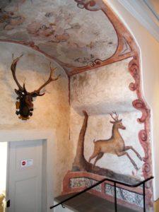 Der Rittersaal enthielt in seiner ursprünglichen Renaissancefassung wohl eine komplette Ausmalung. Da dieser Raum während des 18. Jahrhunderts umgestaltet wurde, ist davon heute nicht mehr viel übrig geblieben.