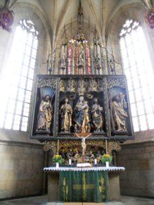 Der Marienaltar stammt aus der Zeit um 1520. Der Künstler ist unbekannt.