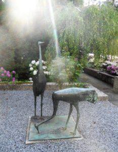 An der Straße zum Hutberg stehen diese zwei Vögelchen. Ich hätte gerne mehr Infos zu den beiden.