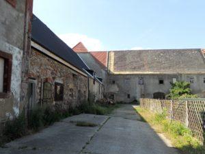 Die Wirtschaftsgebäude des ehemaligen Gutshofes