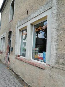 Die Außenansicht des Stehcafés